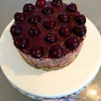 "Raw Vegan Cherry ""Cheesecake"""
